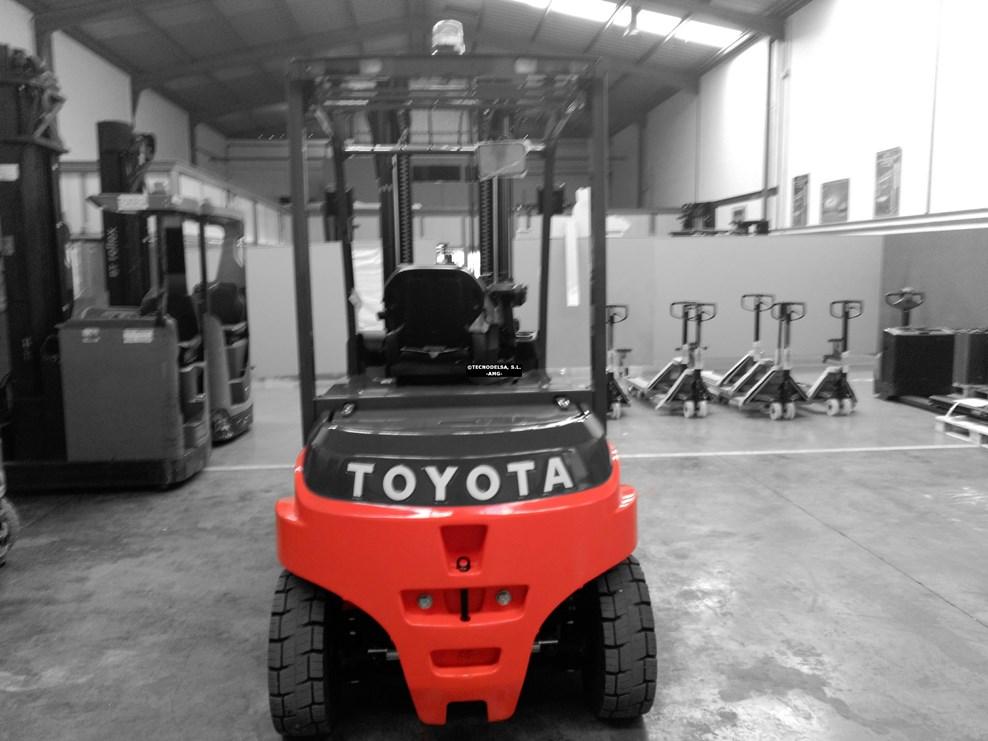 Carretilla eléctrica Toyota 8FBMT-45